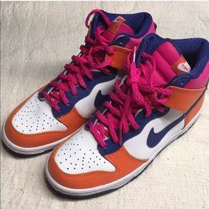 Nike dunks Hugh top big kids 5.5 like new